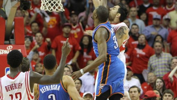 delfino_dunk Houston Rockets Forward Carlos Delfino Dunks On Thunder Star Kevin Durant (Video)