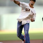 San Francisco 49ers QB Colin Kaepernick Tosses The First Pitch At The San Francisco Giants Game (Video)
