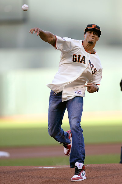 san-francisco-49ers-qb-colin-kaepernick-tosses-pitch-san-francisco-giants-game-video.jpeg