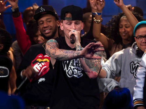 tVnZGKR Machine Gun Kelly – Lace Up X Live On Wild N Out (Video)
