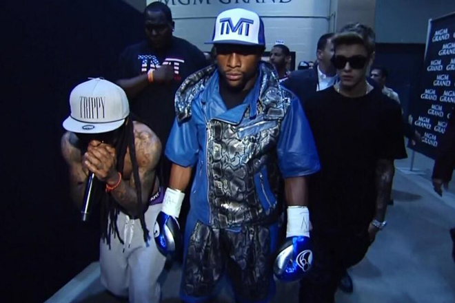wayne1 Lil Wayne & Justin Bieber Escort Floyd Mayweather To The Ring (Video)