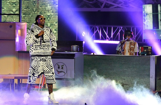 2chainzBEThhs1987 2 Chainz, Mannie Fresh & Juvenile – Fork / Used 2 / Back That Azz Up (Live At 2013 BET Hip Hop Awards) (Video)
