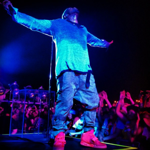 Kanye_West_Red_Octobers Kanye West Autographs Fan's Red Octobers (Video)