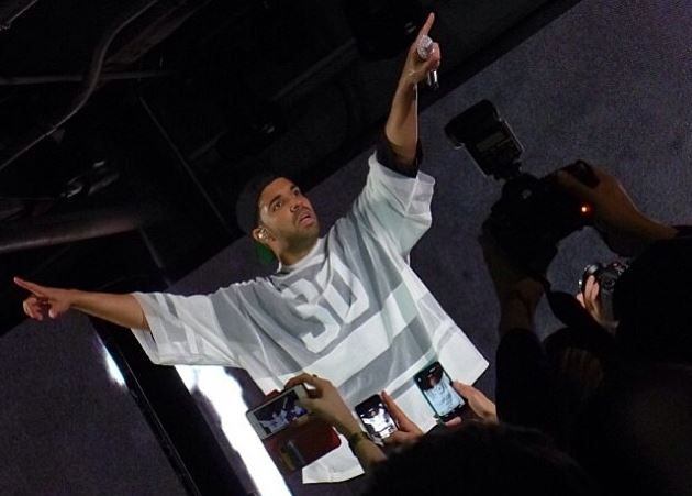 drakeperformswemadeitandtrophies Drake Performs Mine, We Made It & Trophies At Revolt TV's Pre-Super Bowl Part (Live In NYC) (Video)