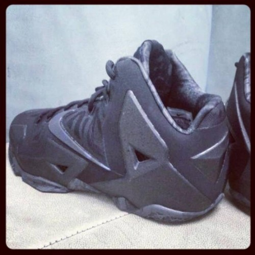nike-lebron-xi-stealth-photos2.jpg