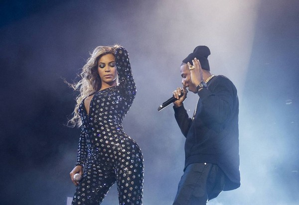 beyonce-jay-z1-1 Beyonce Brings Out Jay Z In London (Video)