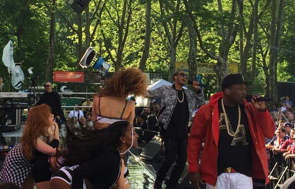 50 trey gma 50 Cent   Smoke Ft. Trey Songz (Live On Good Morning America) (Video)