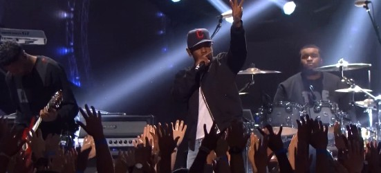 BmmrvmnIQAACfIY-1 Kendrick Lamar – California Love / M.A.A.D. City (Live At 2014 iHeartRadio Music Awards) (Video)