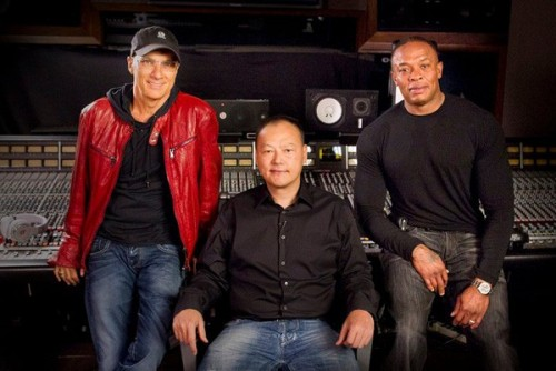 htc-peter-chou-dre-500x334 Gangsta, Gangsta: Apple Seeking to Purchase Dr. Dre's Beats Electronics For $3.2 Billion Dollars
