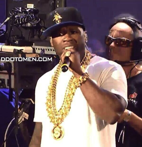 50-CENT-SLOWBUCKS-CHAIN 50 Cent Performs While His Entourage Has an Altercation With Slowbucks At Hot 97 Summer Jam (Video)