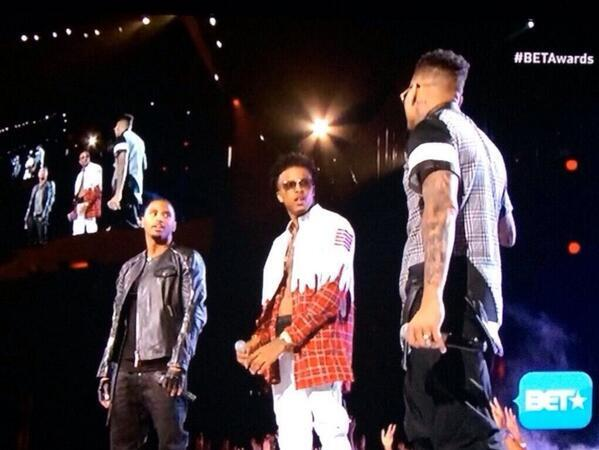 BrWB2DCIQAEcRap August Alsina Surprises Audience With Trey Songz & Chris Brown At The 2014 BET Awards (Video)