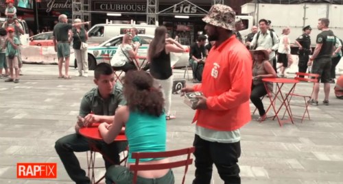 Schoolboy_Q_Selling_Albums_Times_Square ScHoolboy Q Sells His Album In Times Square (Video)
