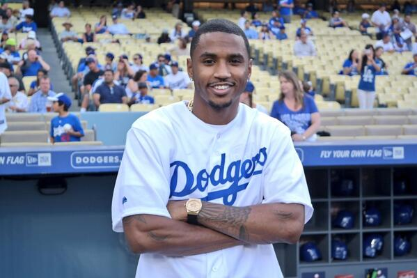 trey-songz-throws-the-first-pitch-at-the-dodgers-game-video-HHS1987-2014