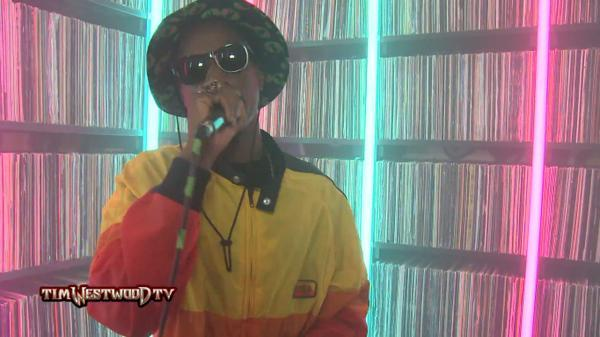 BtcE8XwCUAAkCuw Joey Bada$$ – Tim Westwood Freestyle (Video)