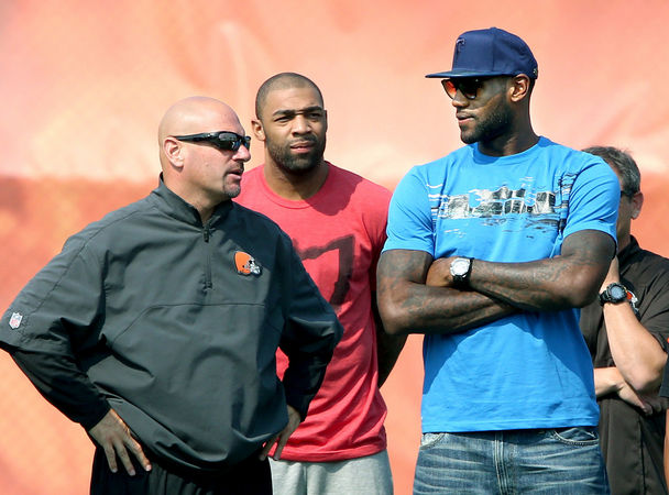 9208d2ac1e54e900 Lebron James Visits Johnny Manziel At Browns Training Camp (Photos)