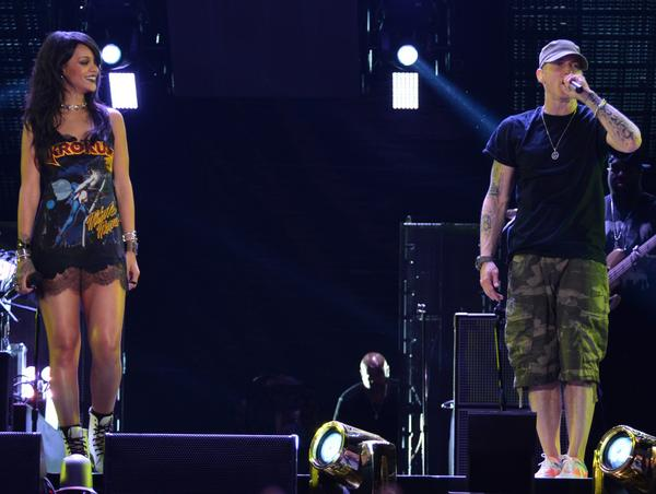 BugztC9CUAA0bSI Eminem & Rihanna Kick Off 'Monster' Tour In Los Angeles (Video)