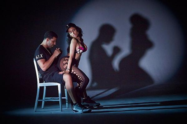 Bvcl5FvCMAAZGQY Nicki Minaj   Anaconda (Video)