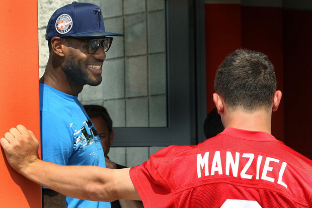 lebron-james-visits-johnny-manziel-at-browns-training-camp-photos4.jpg
