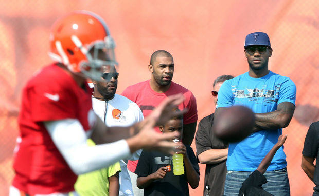 browns2 Lebron James Visits Johnny Manziel At Browns Training Camp (Photos)