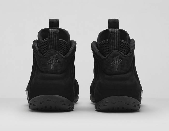 nike-air-foamposite-one-triple-black-photos3.jpg