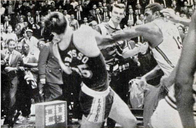 raju96bmdnakvlt4k2xk Lost And Found: Footage Surfaces Of Willis Reed Fighting The Entire Lakers Team
