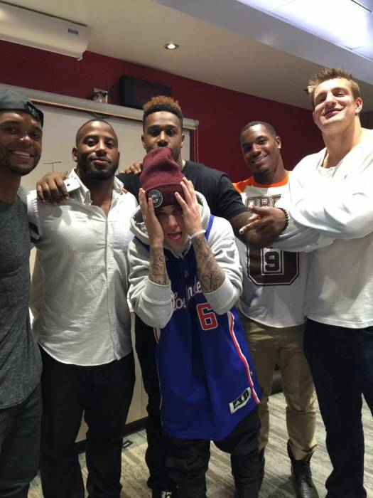 B31OZe7CcAA_Wi9.jpg-large Justin Bieber Meets Rob Gronkowski & The New England Patriots (Photo)