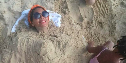 Beyonce's Beach Photo Sparks Pregnancy Rumors