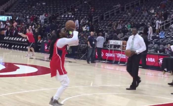 2-chainz-plays-atlanta-hawks-legend-dominique-wilkins-in-a-game-of-horse-video.jpg