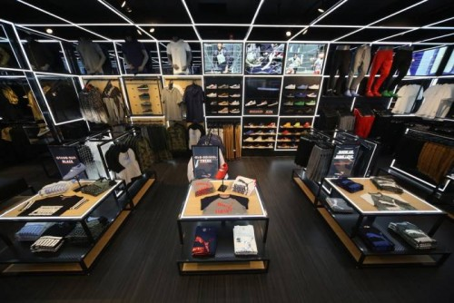 meek-mill-visits-pumas-new-puma-lab-power-by-foot-locker-in-philly-HHS1987-2015-5-500x334 Meek Mill Visits Puma's New Puma Lab Powered By Foot Locker In Philly (Photos)