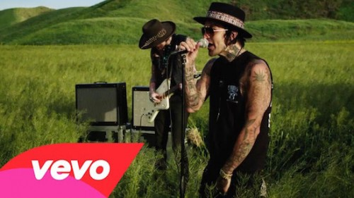 AtbqZJP-500x281 Yelawolf - American You (Video)