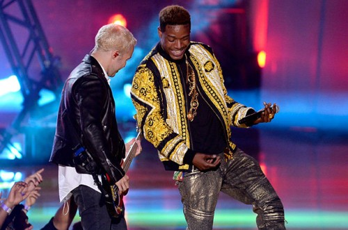 Fetty_Wap_Fall_Out_Boy_Perform_Trap_Queen-500x331 Fetty Wap Performs At The MTV Movie Awards With Fall Out Boy (Video)