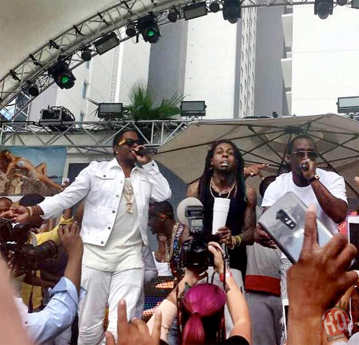 "wayne-mase-diddy Diddy, Lil Wayne & Ma$e Perform ""Mo Money Mo Problems"" In Las Vegas (Video)"