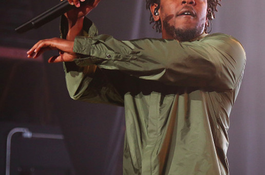 "Kendrick Lamar Peforms ""Alright"" & ""m.A.A.d. city"" w/ A Fan At Sweetlife Festival (Video)"