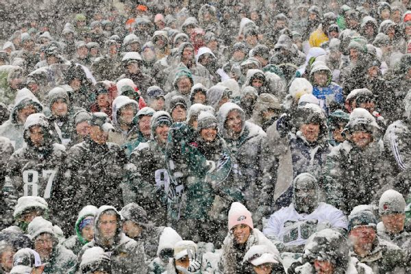 "nfl_g_eagles-fans_mb_600x400 Ain't No Love: Philadelphia Eagles Fans Named ""Most Hated Fans"" In The NFL"