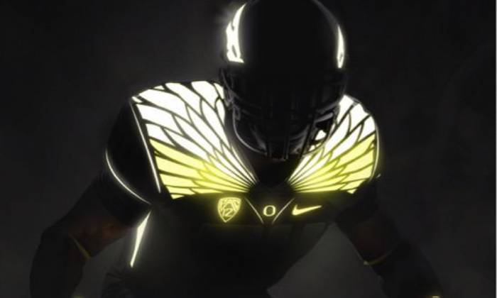 cmemn19ueaazwmp Lights Out: The Oregon Ducks Have Revealed Their New Glow In The Dark Uniforms