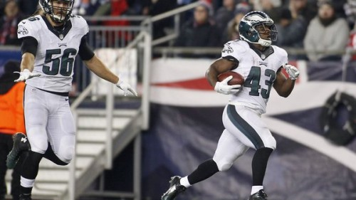 CVlIF9wWwAIrdM_-500x281 Philadelphia Eagles RB Darren Sproles Pulls Off A Tredemous 83-Yd Punt Return vs. the New England Patriots (Video)