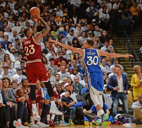 nba-mvps-stephen-curry-lebron-james-duel-in-oakland-on-christmas-day-video.jpg