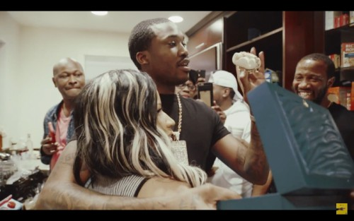Screen-Shot-2016-05-09-at-8.53.22-PM-1-500x313 Nicki Minaj Surprises Meek Mill With New Rolex As He Celebrates His 29th Birthday (Video)