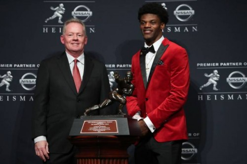 Lamar-500x334 Played His Cards Right: Louisville Cardinals QB Lamar Jackson Wins the 2016 Heisman Trophy