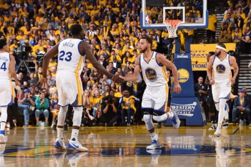 C__4eO5W0AA0dp8-500x333 The Golden State Warriors Defend Home Court; Take a (2-0) Series Lead After a Game 2 (136-100) Victory vs. the San Antonio Spurs (Video)