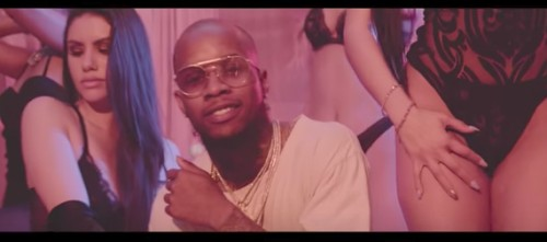 Screen-Shot-2017-06-20-at-10.33.23-PM-500x221 Tory Lanez - Loud Pack Ft. Dave East (Video)