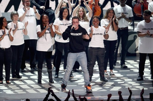 "Logic Performs ""1-800-273-8255"" At The MTV VMA's w/ Alessia Cara & Khalid! (Video)"
