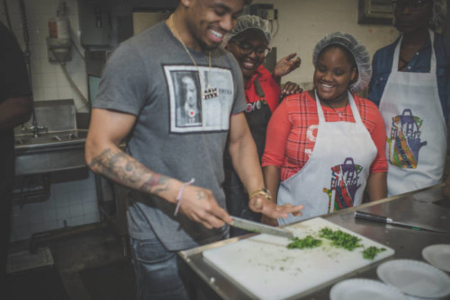 unnamed-3-2-500x334 Mack Wilds Chops It Up At 4th Annual Yo Stay Hungry Biggie Day Culinary Competition!