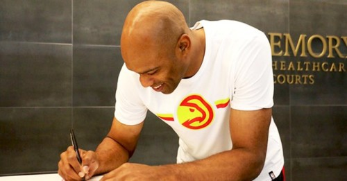 EE67O22X4AAP4zy-500x261 He's BACK: The Atlanta Hawks Have Re-Sign Vince Carter