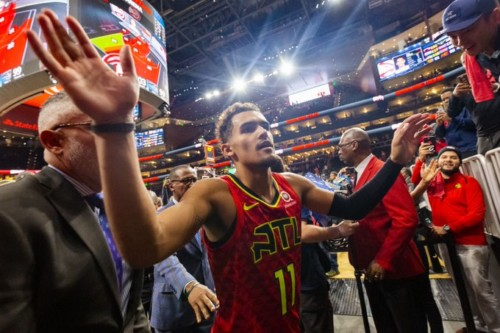 EInUV12U4AAMQd5-500x333 Texas Hold Em: Trae Young's Return Sparks The Atlanta Hawks Over the Spurs (108-100)