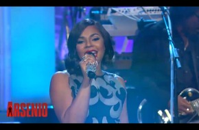 "Ashanti Performs ""Let It Snow"" on the Arsenio Hall Show (Video)"