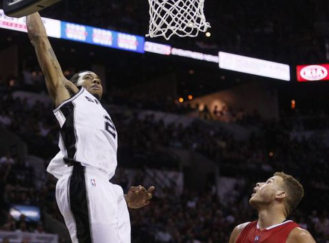 proxy7 I Believe I Can Fly: Kawhi Leonard Soars For A Huge Alley-Oop Dunk (Video)