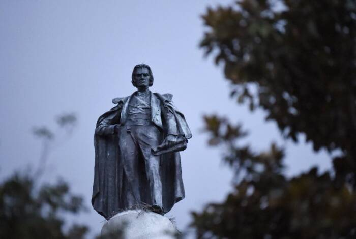 800 Slavery advocate's statue being removed in South Carolina
