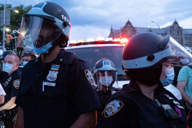 NYPD-cop-tases-Black-Lives-Matter-activist-in-Brooklyn NYPD cop tases Black Lives Matter activist in Brooklyn