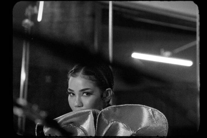 "image2-1 FOR ""10K HOURS,"" JHENÉ AIKO RELEASES BLACK-AND-WHITE VIDEO WITH NAS"